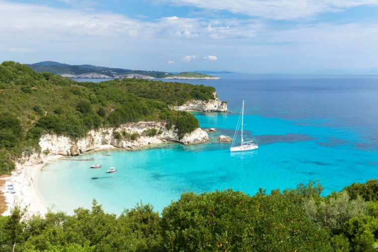 How to choose the perfect family yacht for a Yacht Charter Holiday